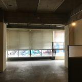 【神戸元町】乙仲通りのレトロビル。空中階に物販店等も入居している雑居ビル。